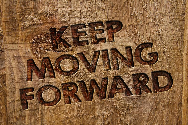 O texto da escrita da palavra mantém-se mover-se para a frente O conceito do negócio para a carreira da melhoria que incentiva va ilustração stock