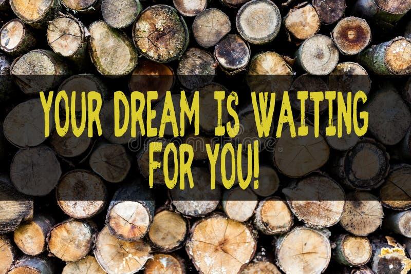 O texto da escrita da palavra seu sonho está esperando-o Conceito do negócio para o plano objetivo do anseio do alvo da intenção  foto de stock royalty free