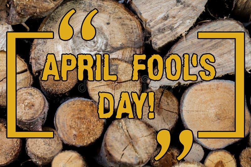 O texto da escrita que escreve April Fool s é dia Data fixa do significado do conceito que tem a ocasião para jogar os truques de foto de stock