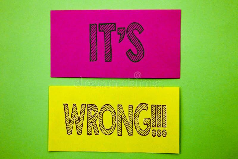 O texto do anúncio da escrita que mostra o é errado Decisão direita correta da foto conceptual para fazer ou confundir o conselho ilustração royalty free