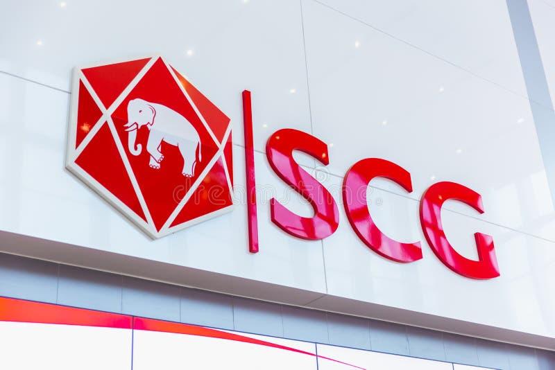 O tipo do logotipo do SCG de Siam Cement Group no prédio de escritórios no golpe processa foto de stock
