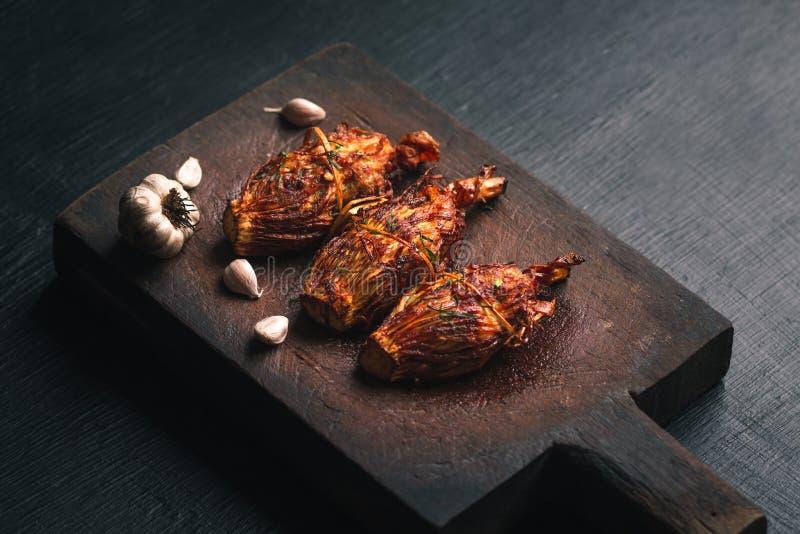 O tiro de bambu encheu o alimento tailandês norte do óleo de fritura da erva da carne de porco fotografia de stock