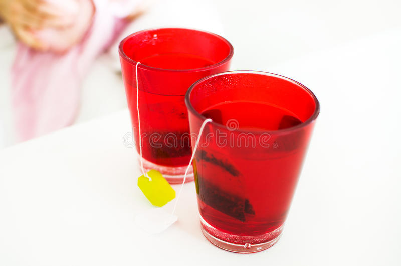 O tisane da tisana infunde vidros vermelhos foto de stock