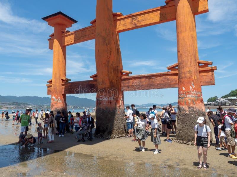 O-Torii grote poort van het Itsukushima-Heiligdom, Japan royalty-vrije stock foto