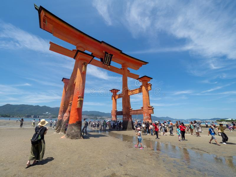 O-Torii grote poort van het Itsukushima-Heiligdom, Japan stock foto's