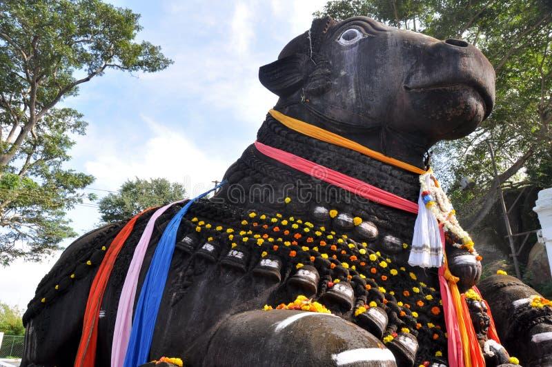 O touro de Nandi no monte de Chamundi, Mysore, India foto de stock royalty free