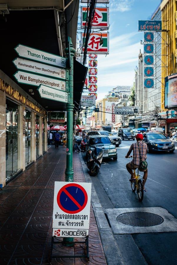 O tráfego de Tailândia assina dentro a cidade de China fotos de stock