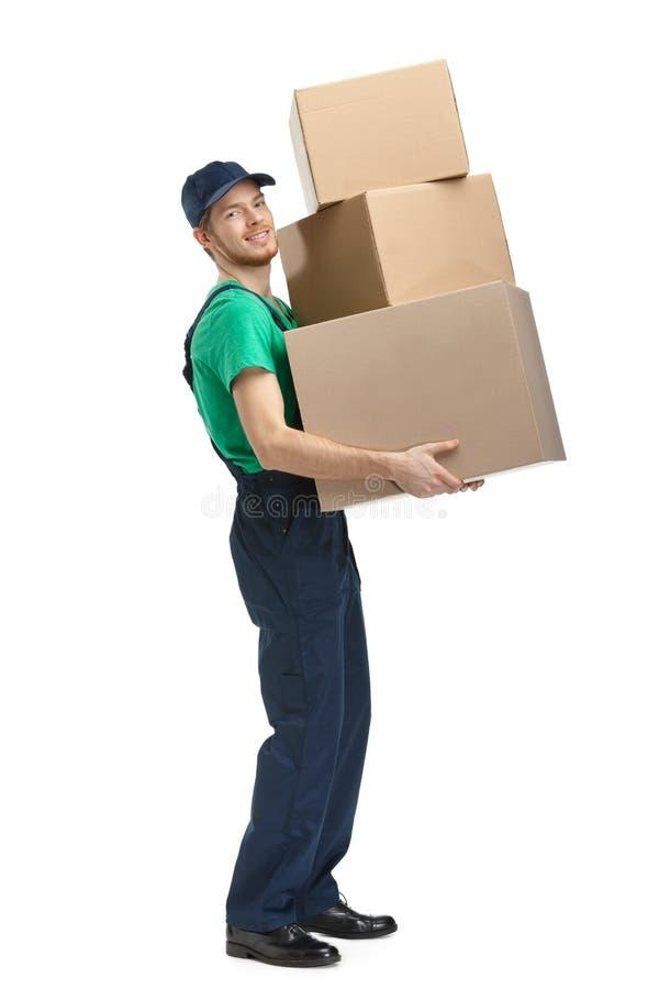 O trabalhador entrega três caixas foto de stock