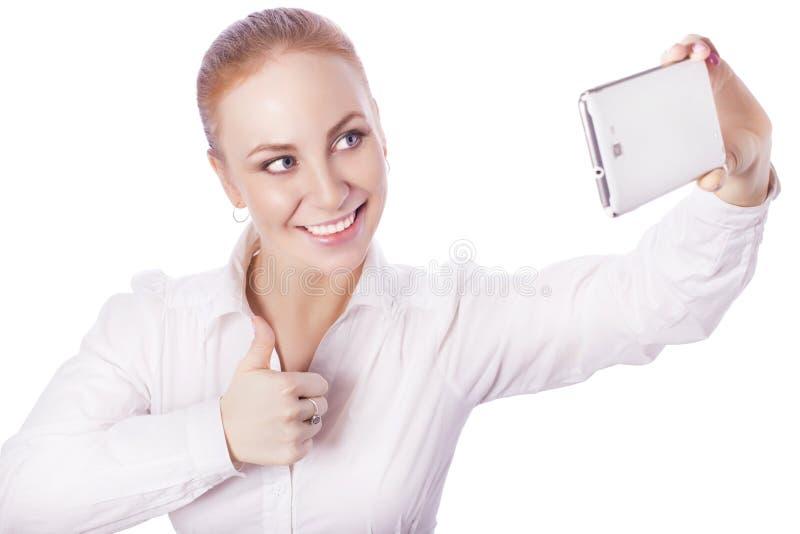 O trabalhador louro do gerente da mulher de negócio sorri mostrando o polegar acima e imagem de stock royalty free