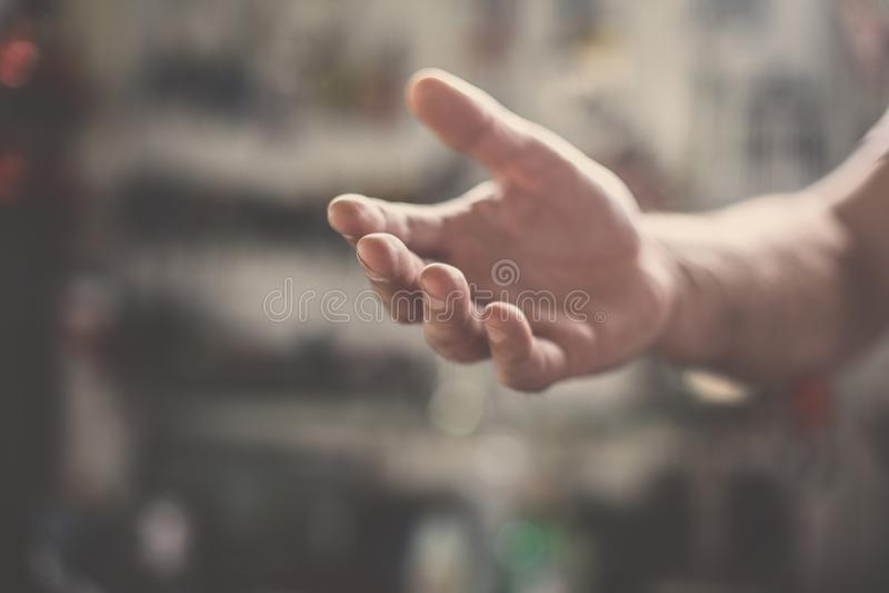 O trabalhador superior fornece a mão Fim acima foto de stock