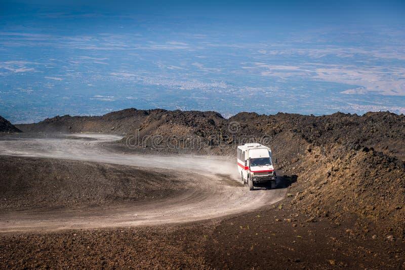 O trajeto à parte superior do vulcão de Monte Etna fotografia de stock