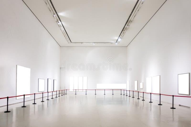 O trajeto de grampeamento branco da exposição de Art Gallery Museum Blank Frame é imagem de stock
