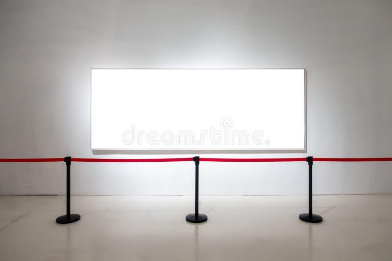 O trajeto de grampeamento branco da exposição de Art Gallery Museum Blank Frame é fotografia de stock royalty free