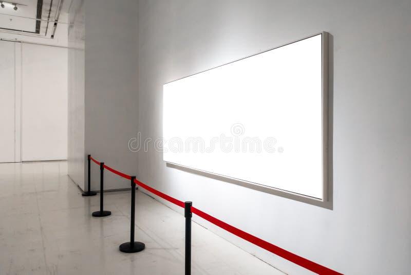 O trajeto de grampeamento branco da exposição de Art Gallery Museum Blank Frame é imagens de stock