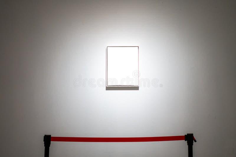 O trajeto de grampeamento branco da exposição de Art Gallery Museum Blank Frame é imagem de stock royalty free