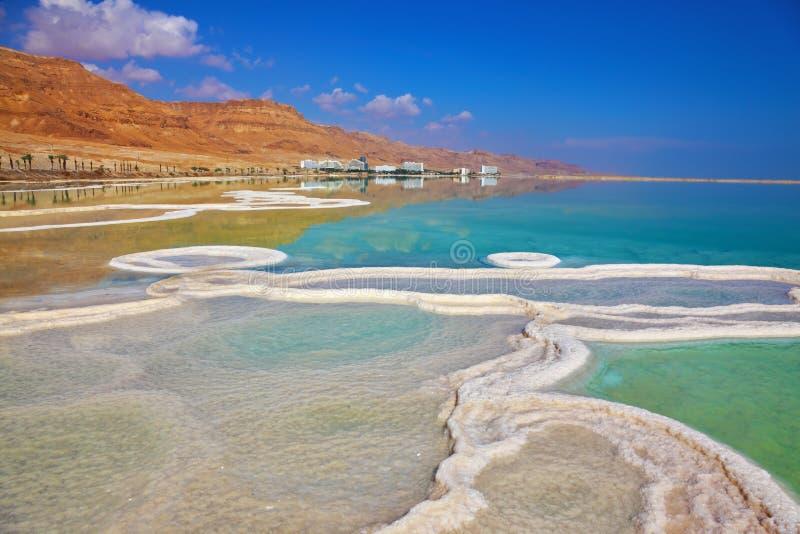 O trajeto do sal na água salgado imagens de stock royalty free