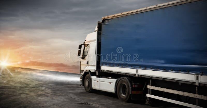 O transporte rápido do caminhão entrega pacotes fotos de stock