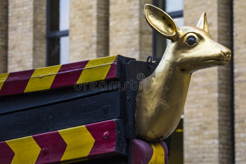 O traseiro dourado em Londres imagem de stock royalty free