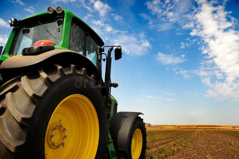 O trator - equipamento de exploração agrícola moderno imagem de stock royalty free