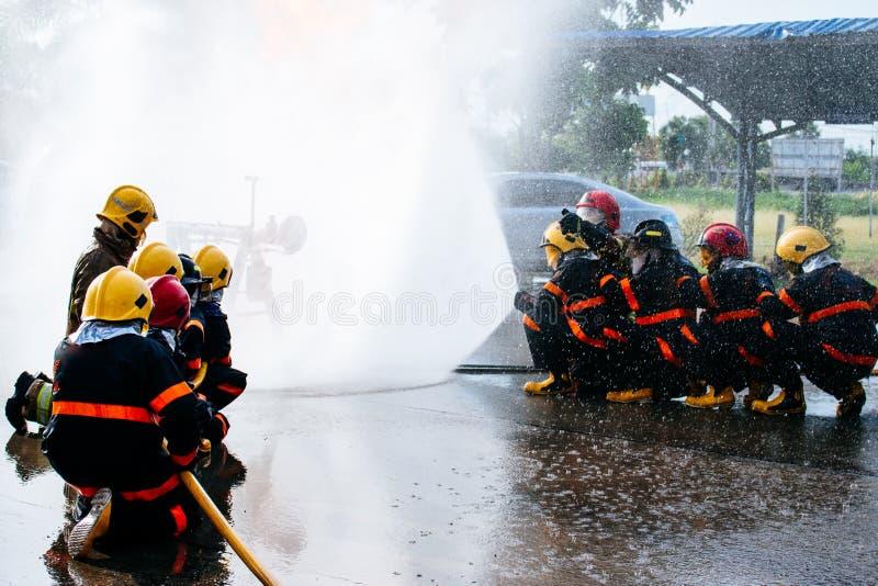 O treinamento do sapador-bombeiro foto de stock royalty free