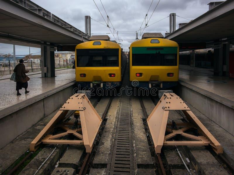O trem amarelo imagens de stock