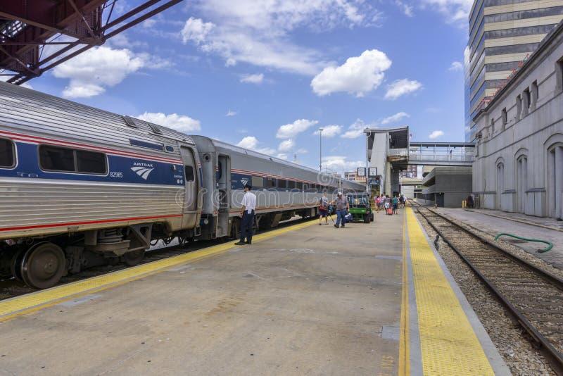 O trem de Amtrak chegou à estação de Kansas City fotos de stock royalty free