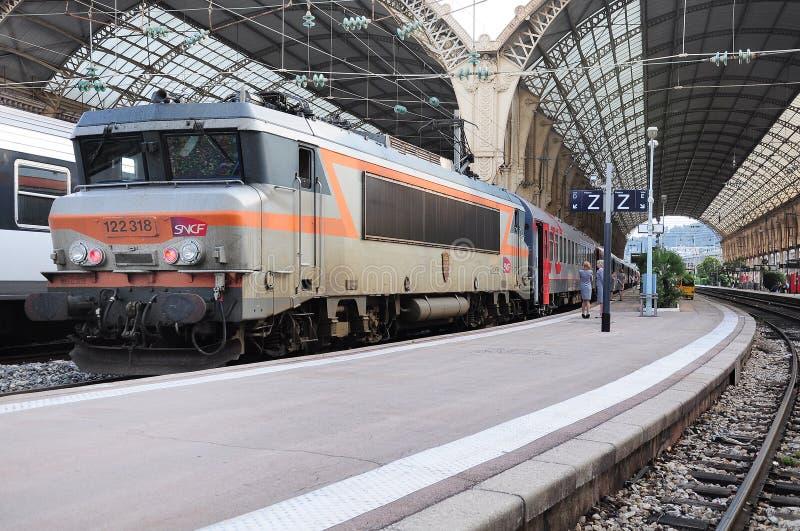 O trem de passageiros Agradável-Moscou está pronto para partir imagem de stock royalty free