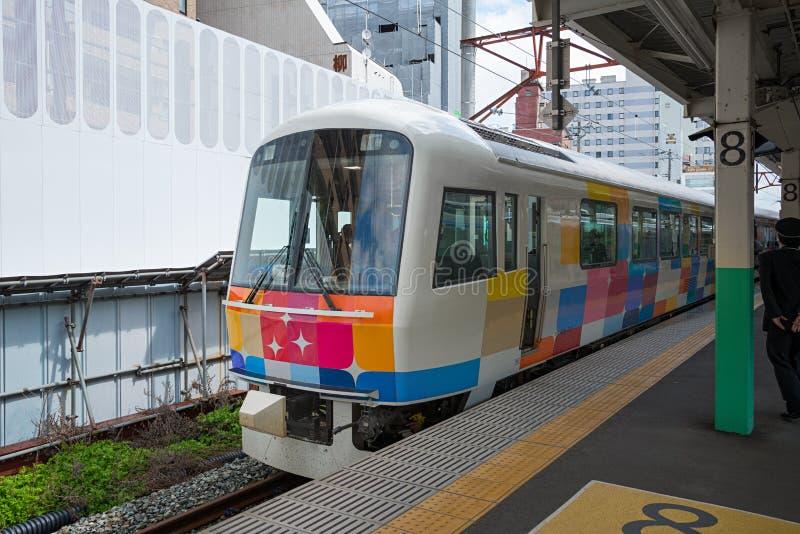 O trem sightseeing Kirakira Uetsu na estação de Niigata foto de stock royalty free