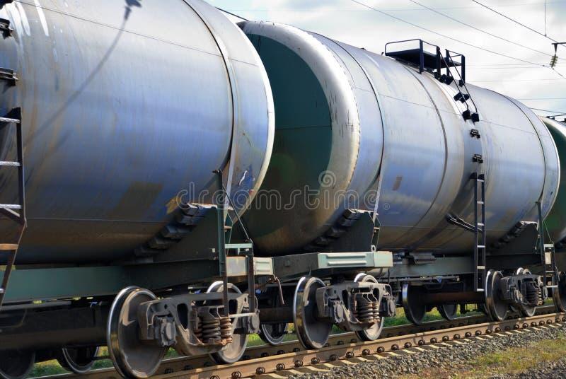 O trem transporta os tanques foto de stock