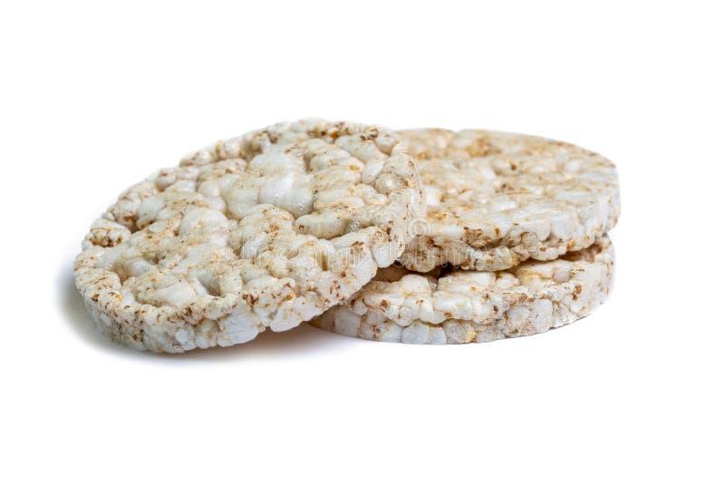 O trigo mourisco e o arroz orgânicos misturaram os bolos isolados no fundo do ehite Biscoitos do petisco da dieta Conceito saudáv fotos de stock royalty free