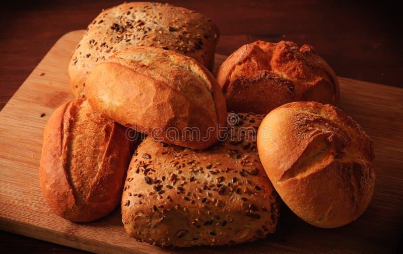 O trigo rolam e os rolos do multigrain imagem de stock