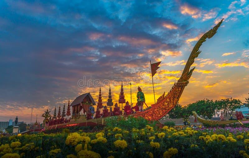 O trono real Salão da cisne de Suphan é indicado no pátio equestre dentro do festival do Un Ai Rak Khlai Khwam fotos de stock royalty free