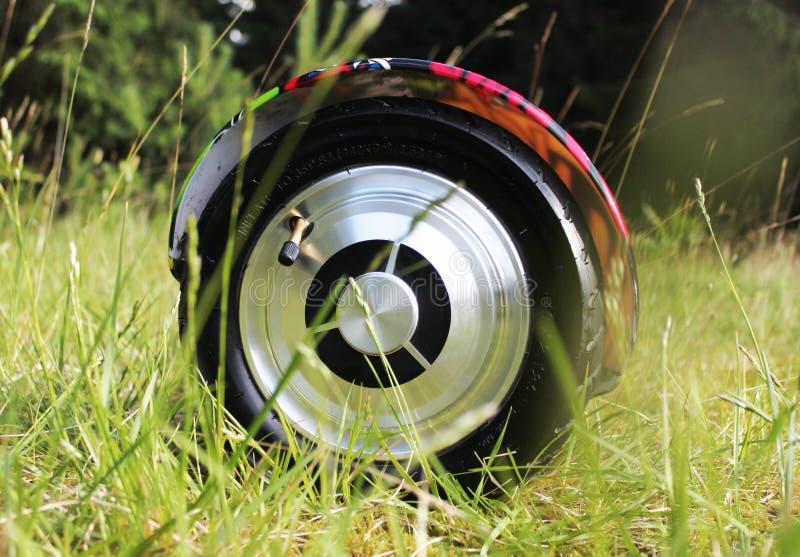 O 'trotinette' bonde baseado giroscópio da roda dupla é chamado igualmente uma roda de equilíbrio esperta fotos de stock