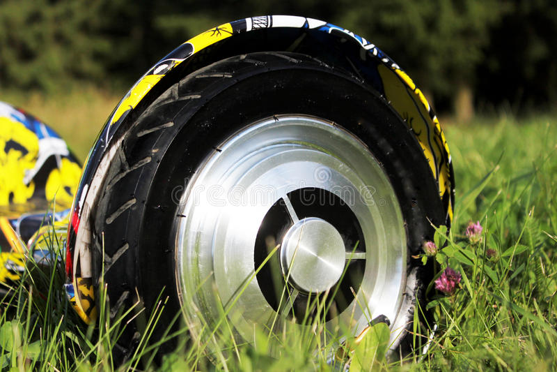 O 'trotinette' bonde baseado giroscópio da roda dupla é chamado igualmente uma roda de equilíbrio esperta imagem de stock royalty free