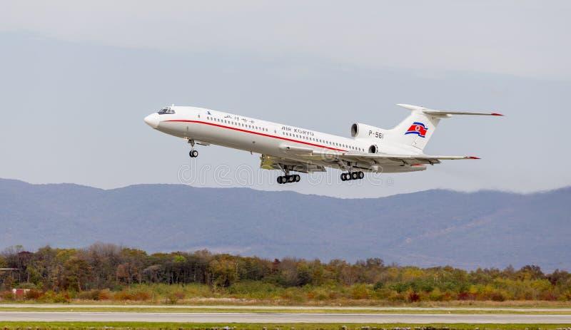 O Tupolev Tu-154 dos aviões de passageiro da Coreia do Norte de Air Koryo decola Aviação e transporte imagens de stock