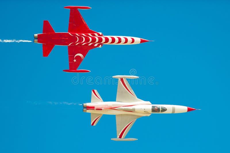 O turco Stars o demoteam no airshow de Bucareste imagem de stock royalty free