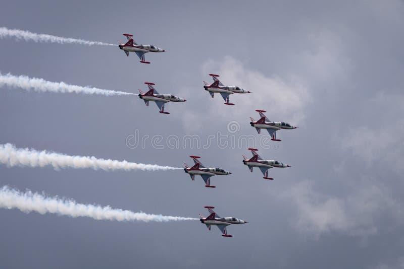 O turco Stars os aviões de combate que voam na formação imagem de stock royalty free