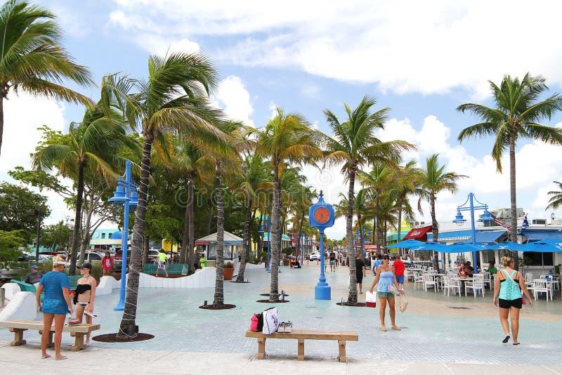 O turista que aprecia a vida esquadra às vezes no forte Myers Beach, Florida, EUA fotos de stock royalty free