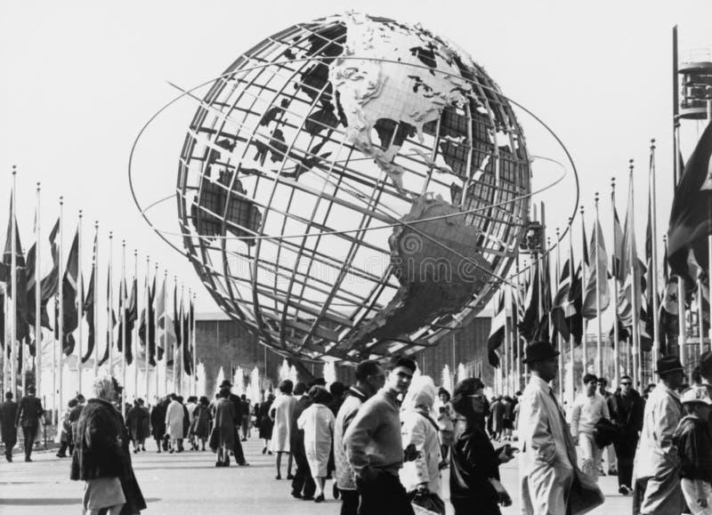 O Unisphere, símbolo de New York da feira 1964-65 de mundo Parque de nivelamento do prado, New York (todas as pessoas descritas n imagens de stock royalty free