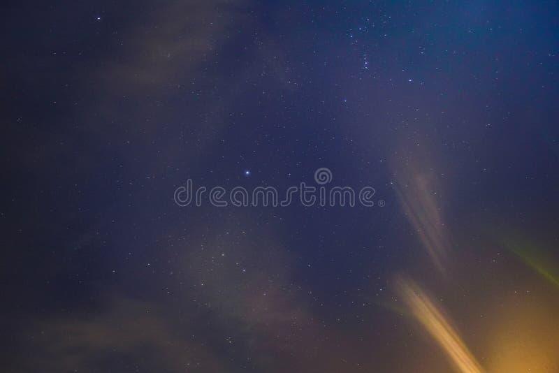 O universo encheu-se com as estrelas, a nebulosa e a galáxia fotografia de stock