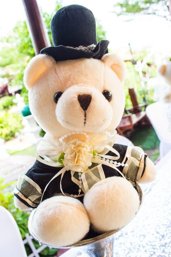 O urso de peluche do noivo fotografia de stock