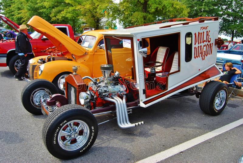 O vagão do leite em uma mostra de carro foto de stock