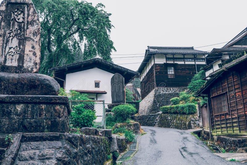 O vale de Kiso ? a cidade velha ou as casas de madeira tradicionais japonesas para os viajantes que andam na rua velha hist?rica  fotos de stock royalty free