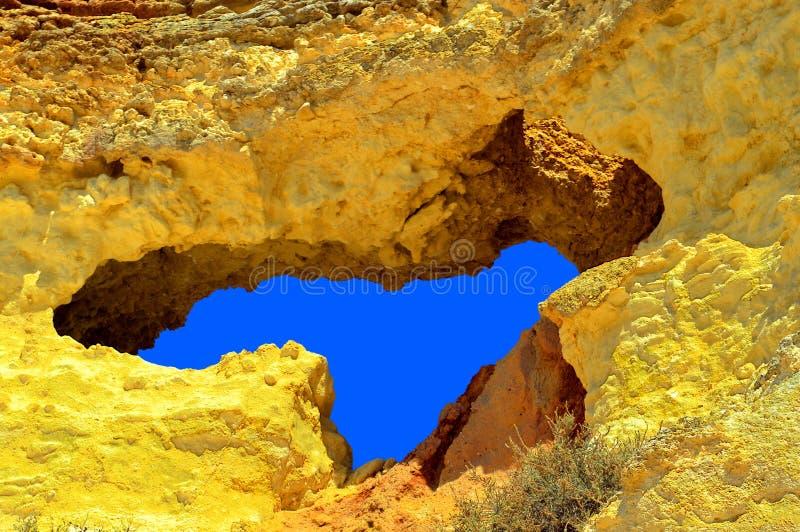 O vale faz penhascos do spectacular da praia de Olival foto de stock royalty free