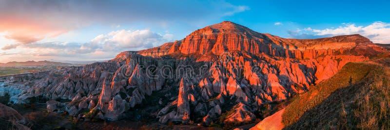 O vale vermelho em Cappadocia, Turquia foto de stock royalty free