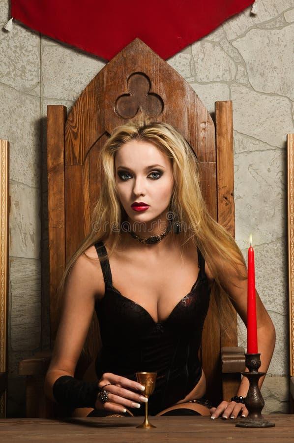 O vamp muito bonito da mulher foto de stock