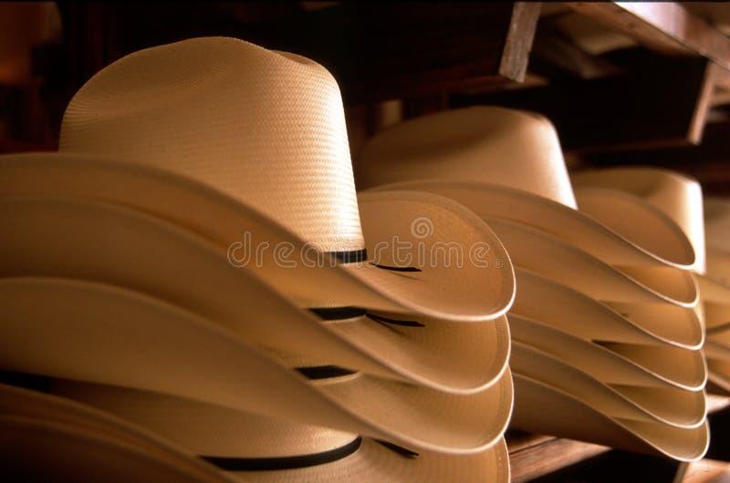 O vaqueiro Hats empilhou a palha Creme-colorida fotos de stock royalty free