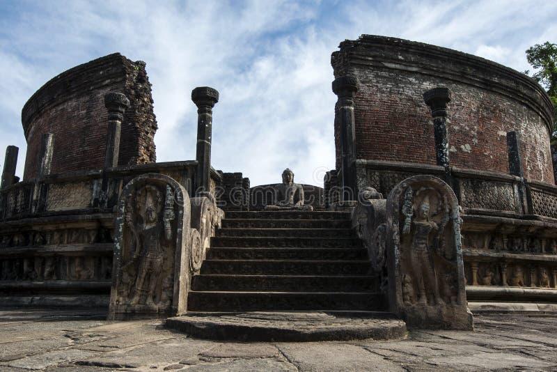O Vatadage que faz parte do quadrilátero no capital cingalês antigo em Polonnaruwa em Sri Lanka fotografia de stock