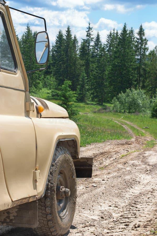 Download Fora-estrada nas montanhas foto de stock. Imagem de beleza - 29844708