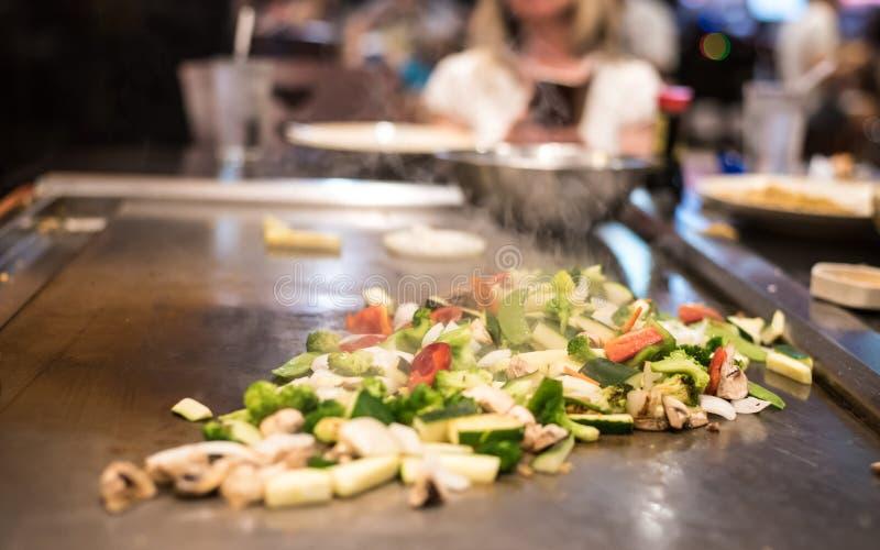O vegetal frita mexendo fotografia de stock